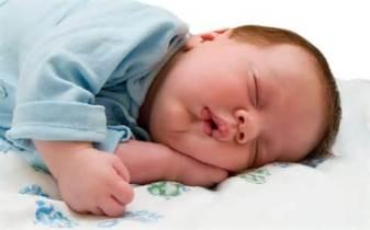baby-sleeping-in-too
